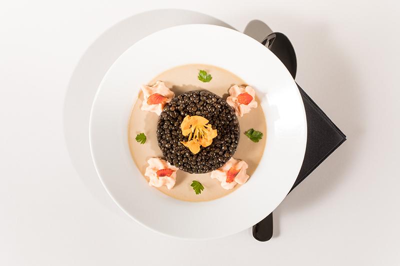 Royale de châtaigne, lentilles beluga, espuma saumon fumé